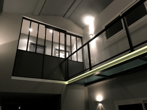 Photo - Balustrades with Glazing Infill under Handrails